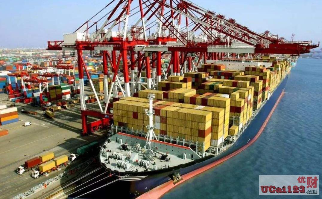 出口同比增长7.6%,进口同比增长0.9%,以人民币计价的集装箱一箱难求